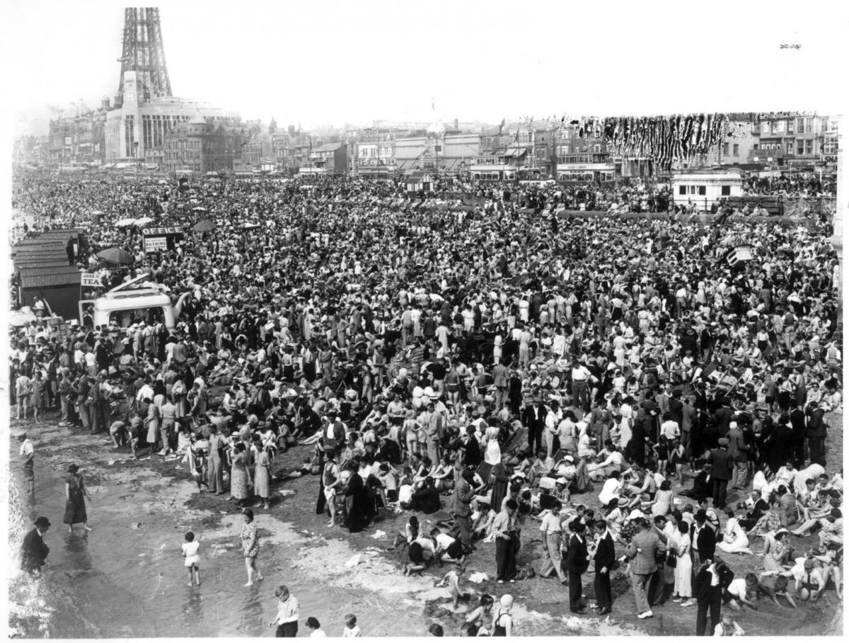 Incredible photo of packed Blackpool beach in 1938