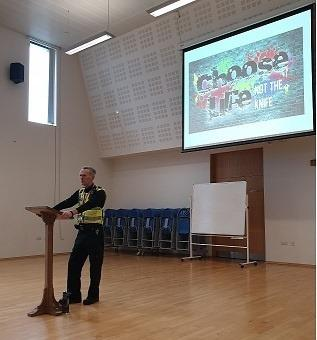 PCSO Iain McCarroll giving a talk on knife crime