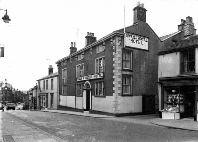 Swan and Royal Hotel at Clitheroe has changed little over the years