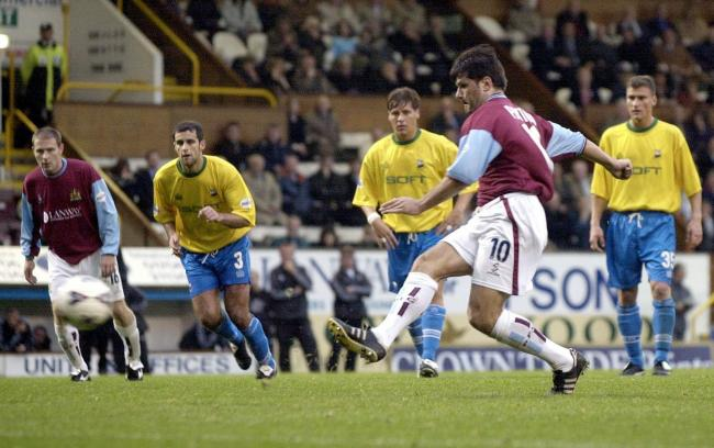 Andy Payton in action for Burnley