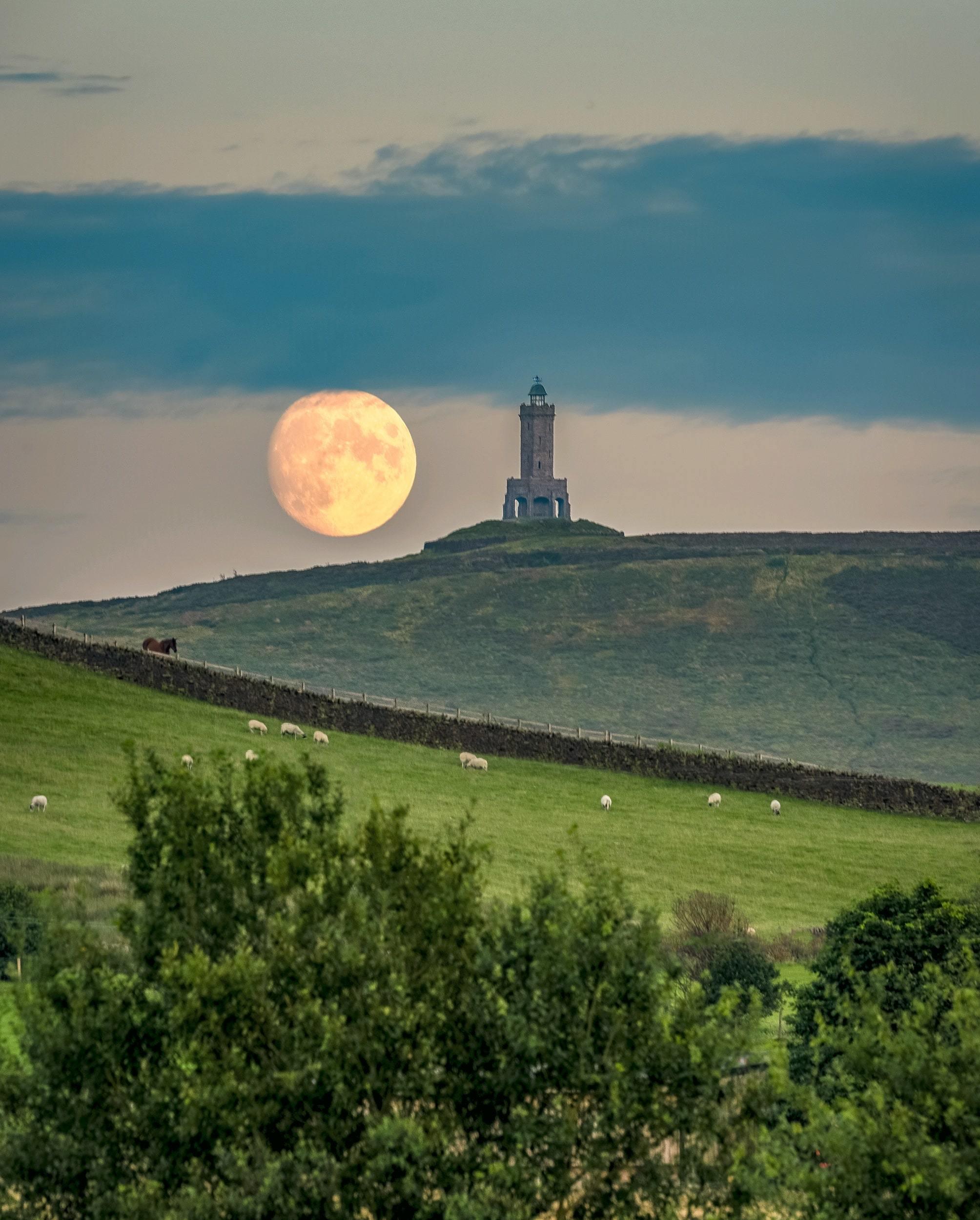 Photographer captures stunning moon image above Darwen Tower