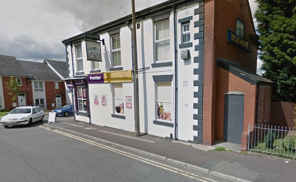 Cigarette 'buyer' ran off with smokes from Blackburn shop