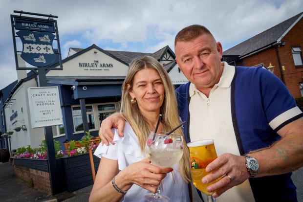 Lancashire Telegraph: Publicans Tony Davies and Zoe Shelmerdine