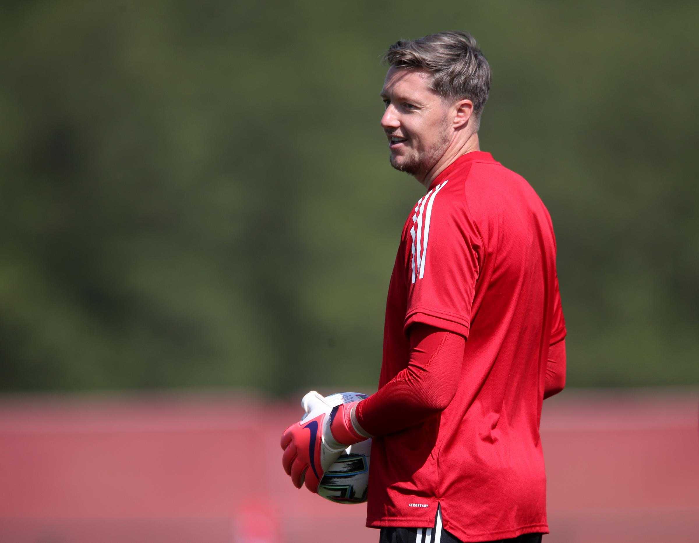 Burnley sign ex-Crystal Palace and Wales goalkeeper Wayne Hennessey