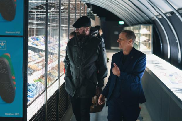 Lancashire Telegraph: Gary Aspden takes Bradley Wiggins to visit the exhibit.  Photo Richard Tymon.