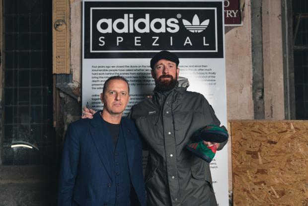 Lancashire Telegraph: Gary Aspden and Bradley Wiggins with the Blackburn shoe