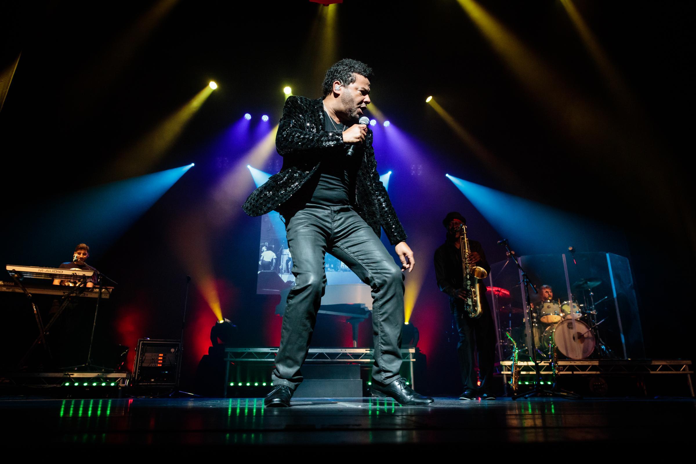 El público bailará 'toda la noche' mientras el tributo de Lionel llega a Blackburn