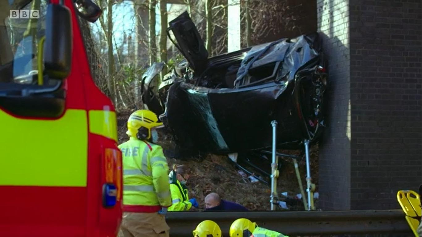 Accidente en M65 presentado en Ambulancia cuando el automóvil 'voló' por el terraplén