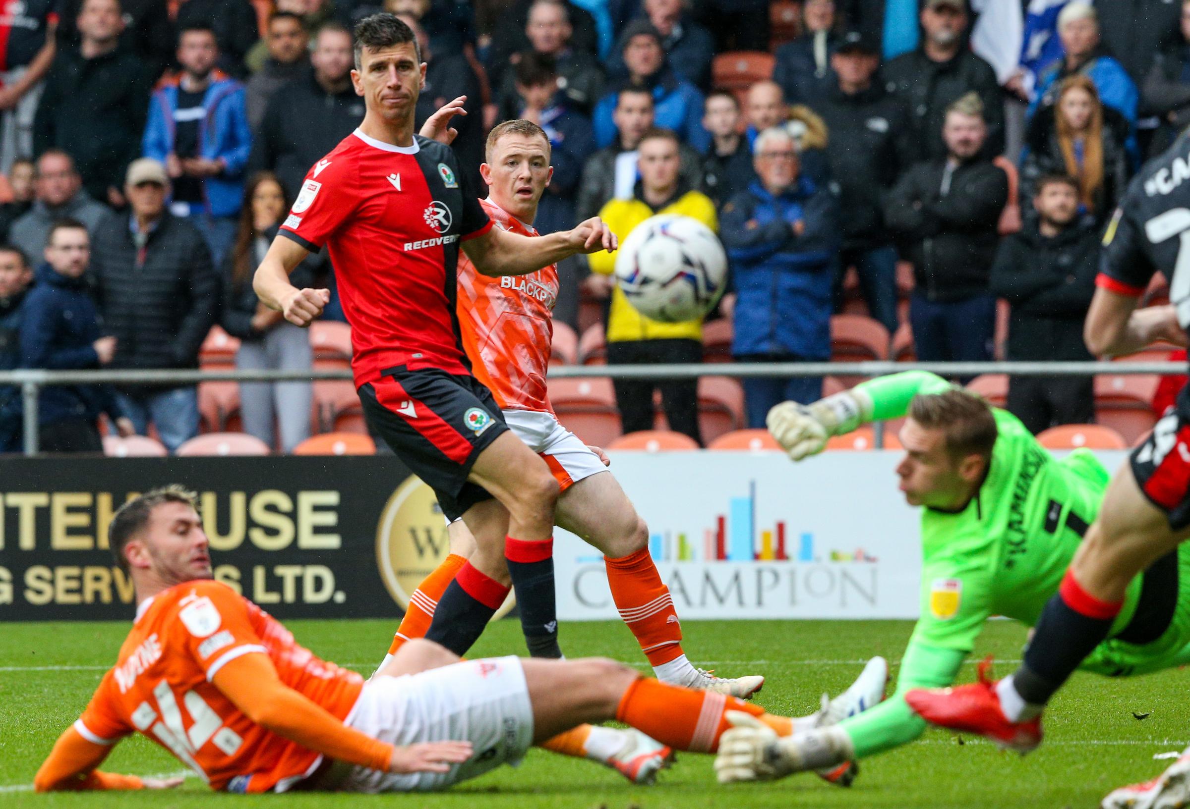 Las fallas en la primera mitad le costaron al Blackburn Rovers en la derrota del Blackpool