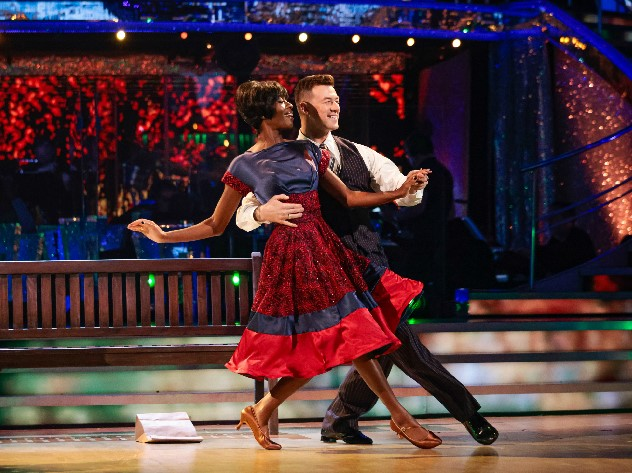 AJ Odudu hasta la tercera semana de Strictly Come Dancing