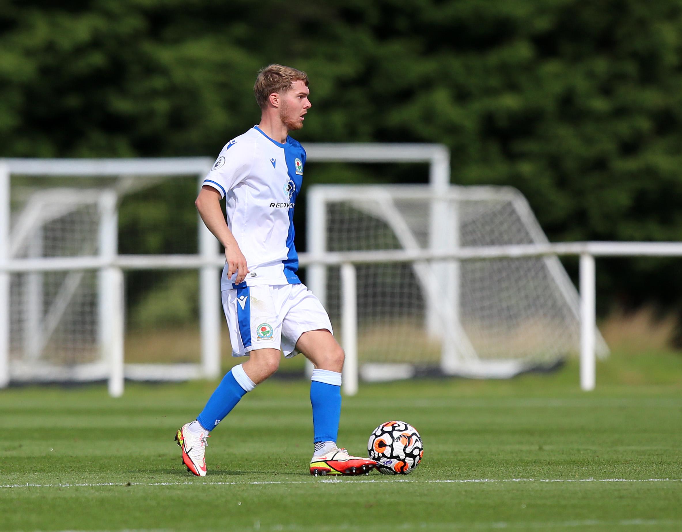 El mediocampista enfrenta el desafío de ingresar al equipo de Blackburn Rovers