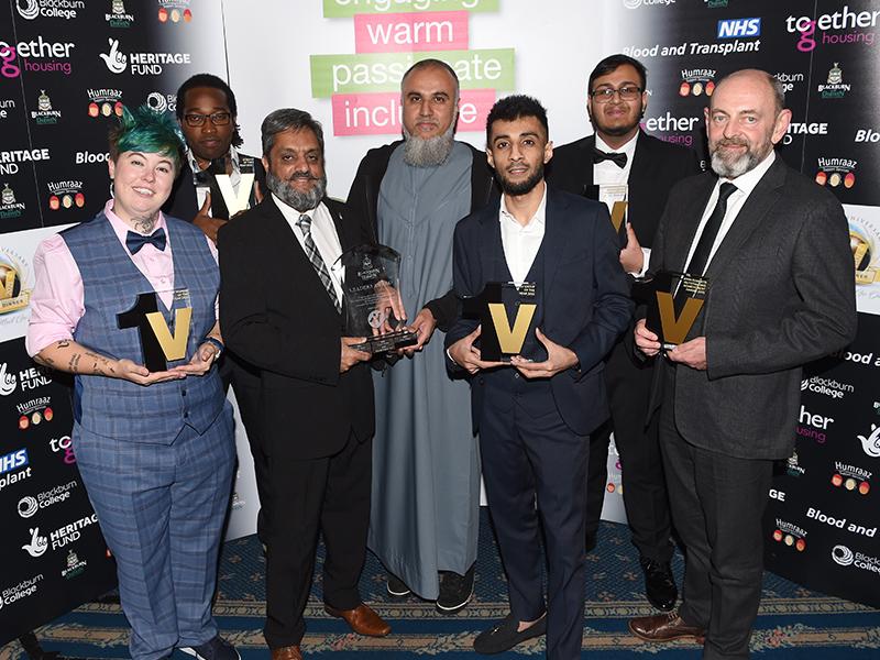 Premios 1V: los héroes de la comunidad son honrados en Blackburn