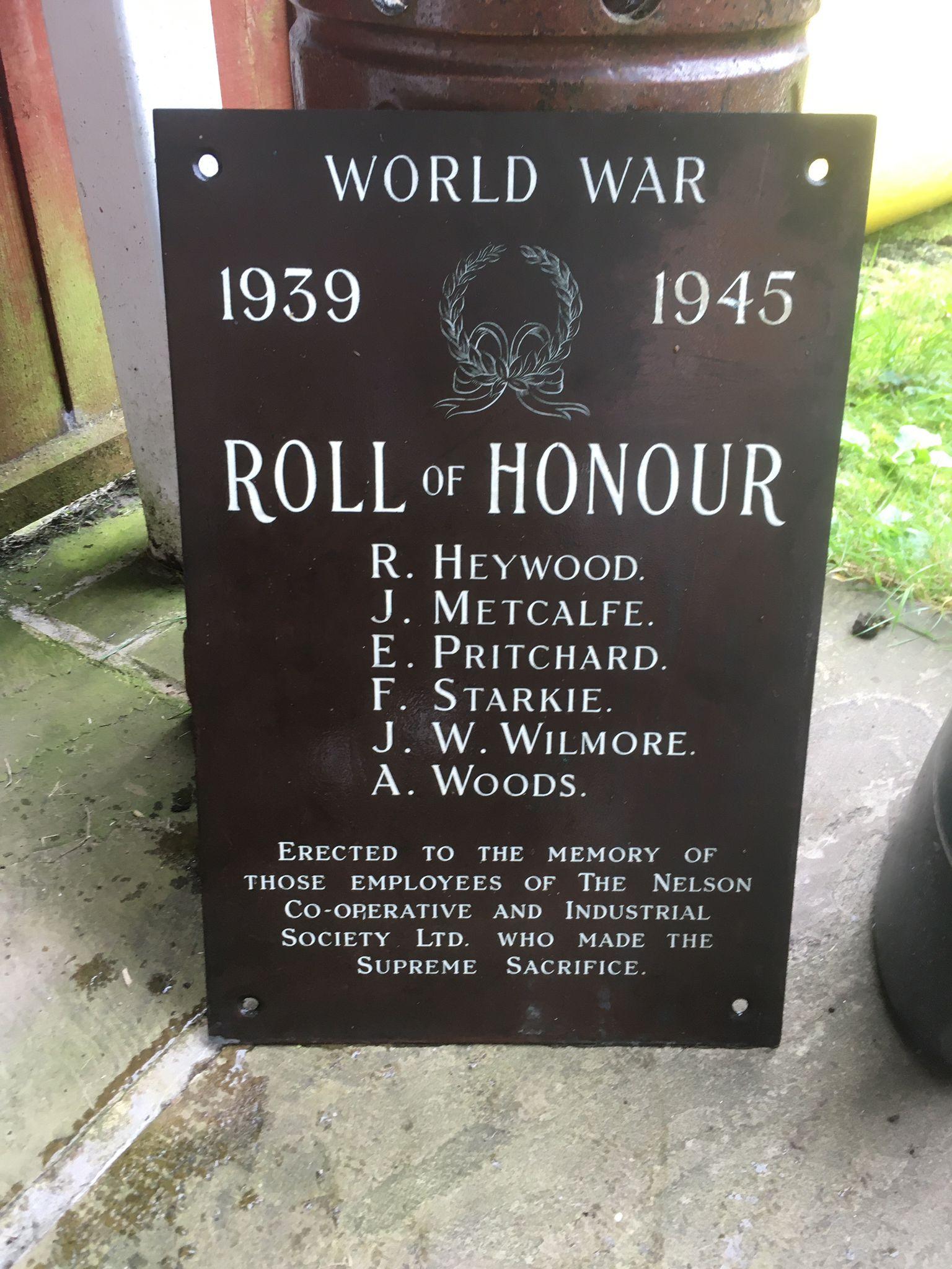 Placa conmemorativa de los caídos de la Segunda Guerra Mundial encontrada en un garaje