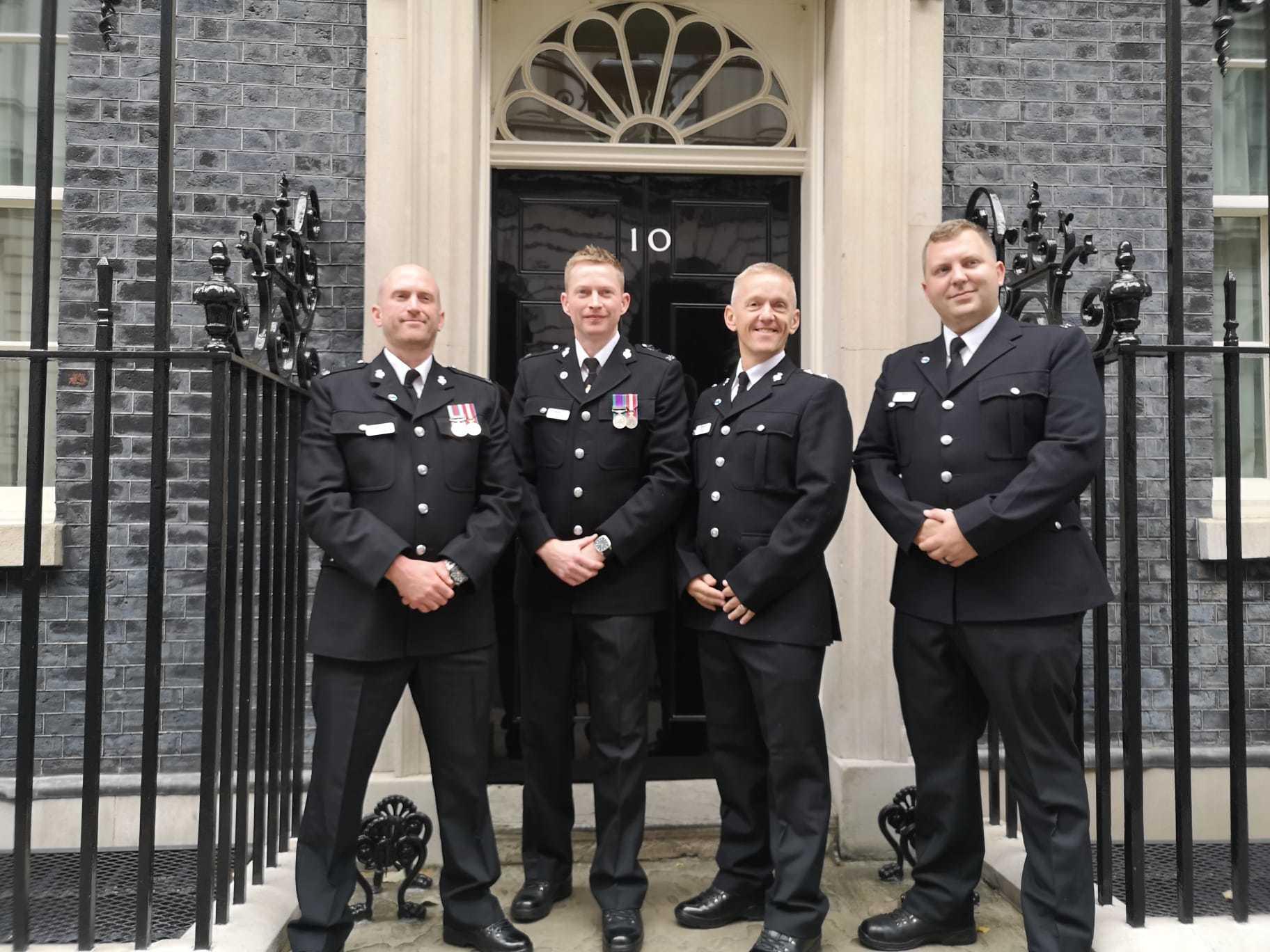 Petugas polisi diserang di Darwen 'merasa terhormat' telah menghadiri Penghargaan Keberanian meskipun kalah