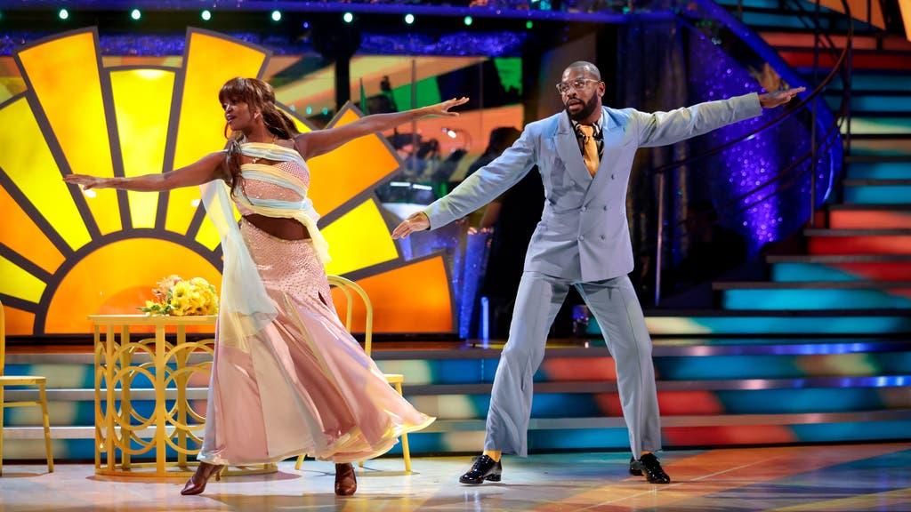 Ugo Monye mundur sementara dari Strictly Come Dancing BBC karena cedera