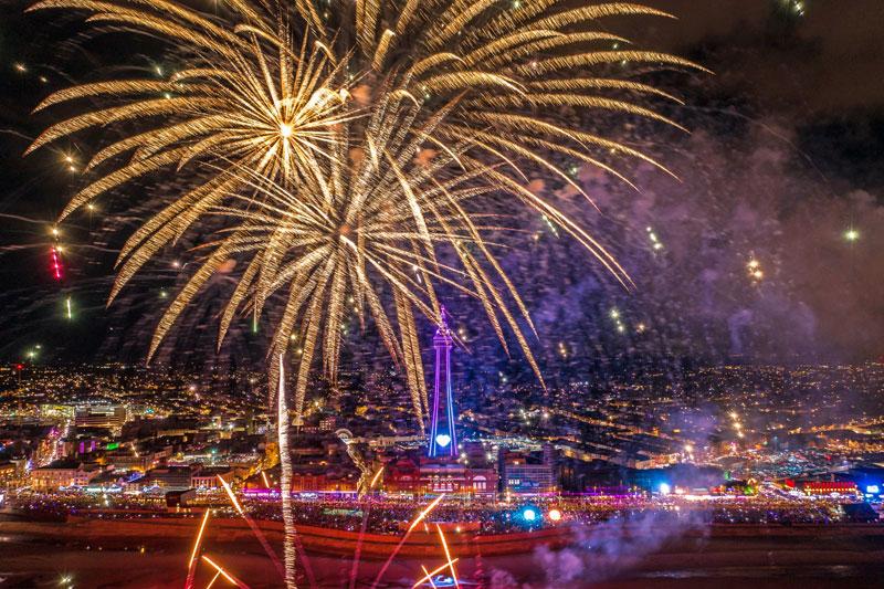 Acara Natal dan pertunjukan kembang api Malam Tahun Baru di Blackpool