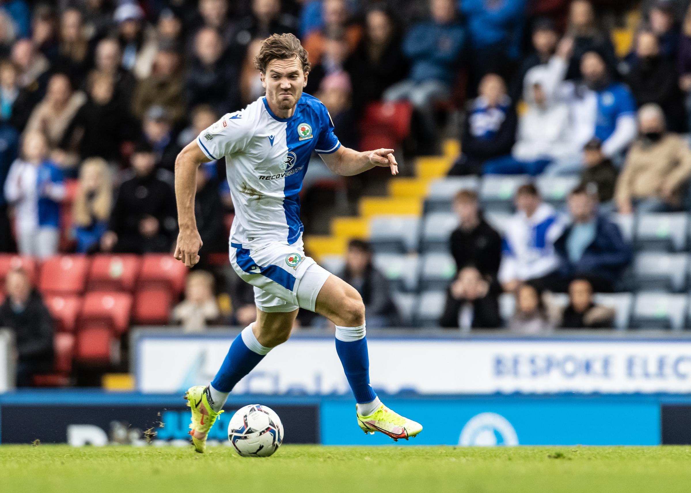 Peringkat: Sam Gallagher menambahkan gol ke workrate dalam kemenangan Blackburn Rovers