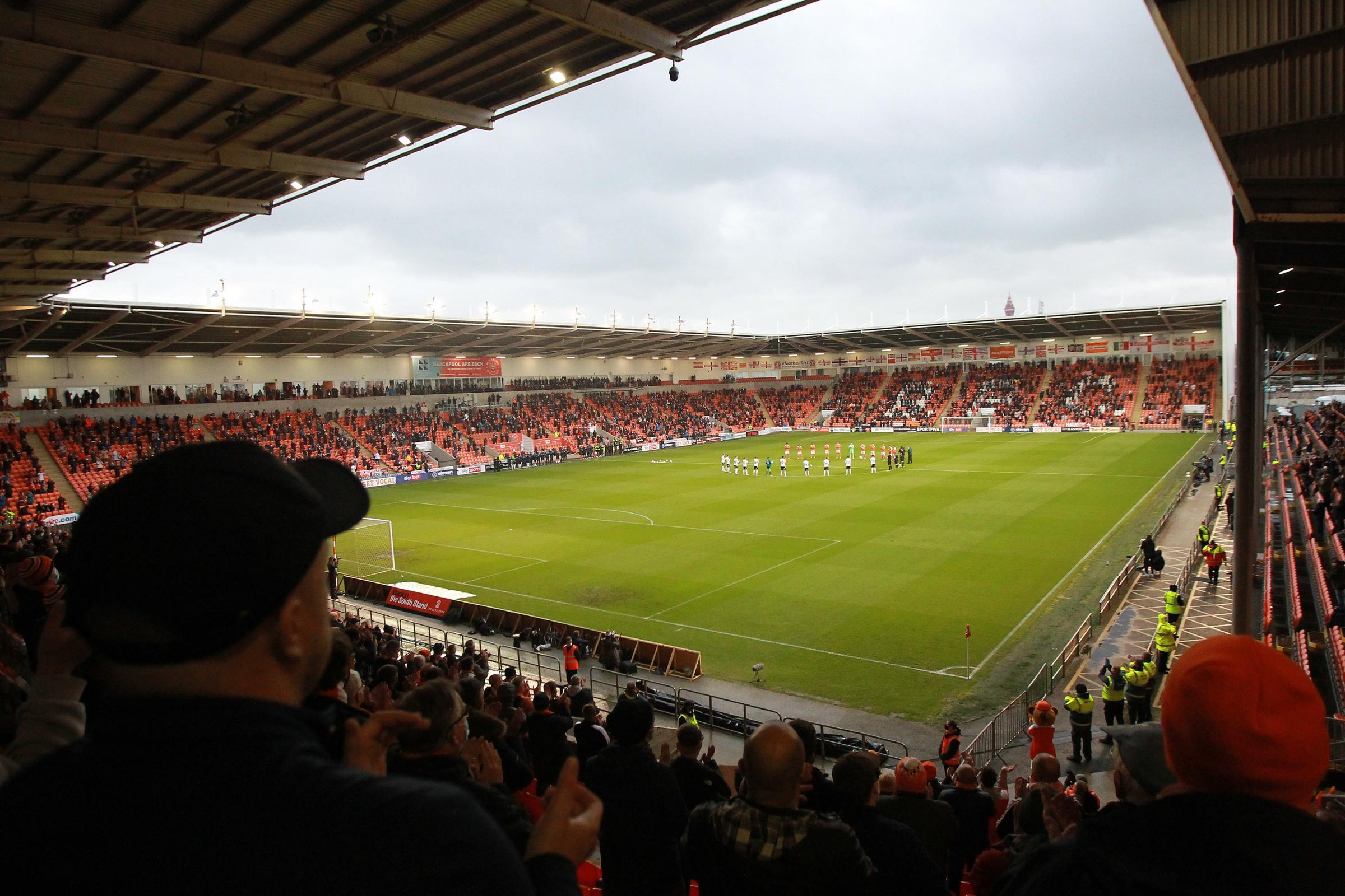 La policía responde al manejo de multitudes del partido de fútbol: Blackpool North V Preston North End