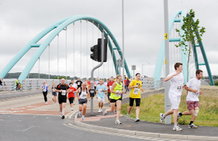 Thousands join Jane Tomlinson 10K in Blackburn