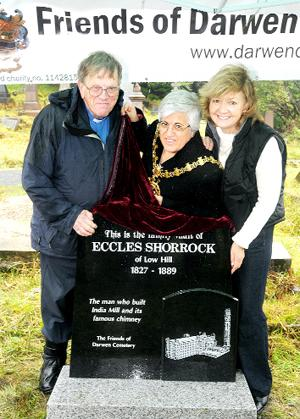 MEMORIAL The Rev Geoff Tolley, mayor Coun Karimeh Foster and Lynda Coward, from India Mill, with the headstone to Eccles Shorrock (inset)
