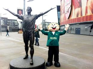 EMIRATES HOPE Stan the Van Man with the Tony Adams statue at the Emirates