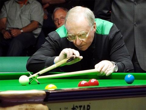 Dennis Taylor will meet teenagers in Accrington
