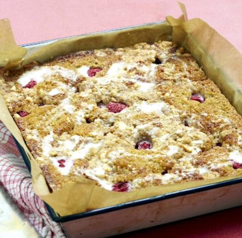 Recipe: Rasberry and banana traybake