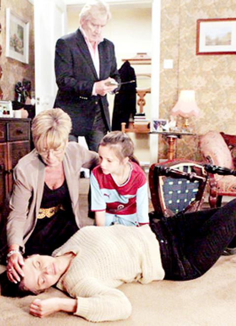 A scene from Friday's Coronation Street with Ken and Deirdre Barlow, Amy McDonald and her screen mother Tracey.