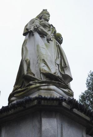 The statue of Queen Victoria