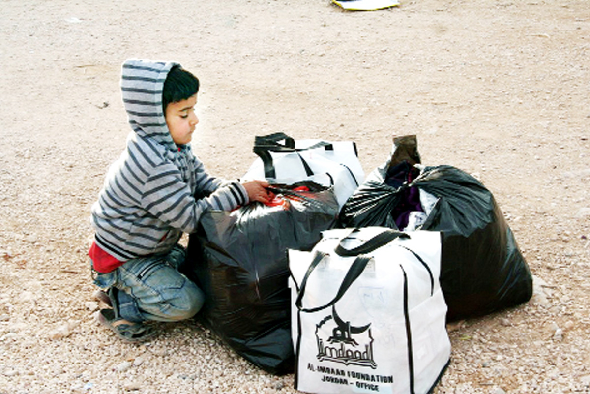 Youngsters on the Syrian boarder received their warmth kits