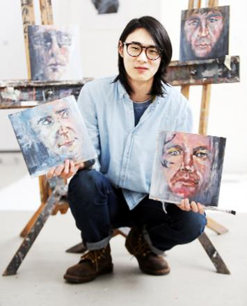 Singwai Lau with his portrait work