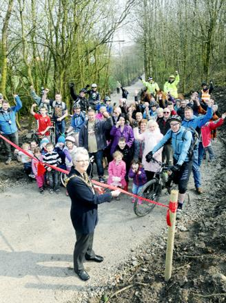 Rossendale Mayor Amanda Robertson opens the new trail