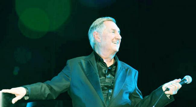 Neil Sedaka still on stage, after 61 years