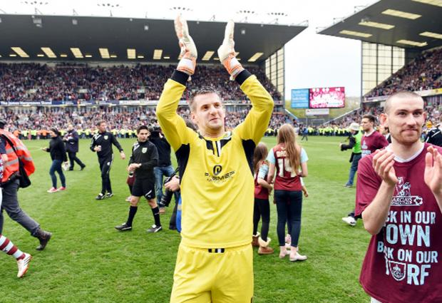 Clarets to offer keeper Heaton new contract