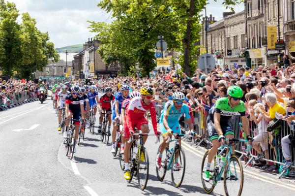 Thousands flock to Tour de France showpiece - but hundreds miss out due to full trains
