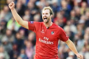 Injury forces Tom Smith to hand over Lancashire captaincy