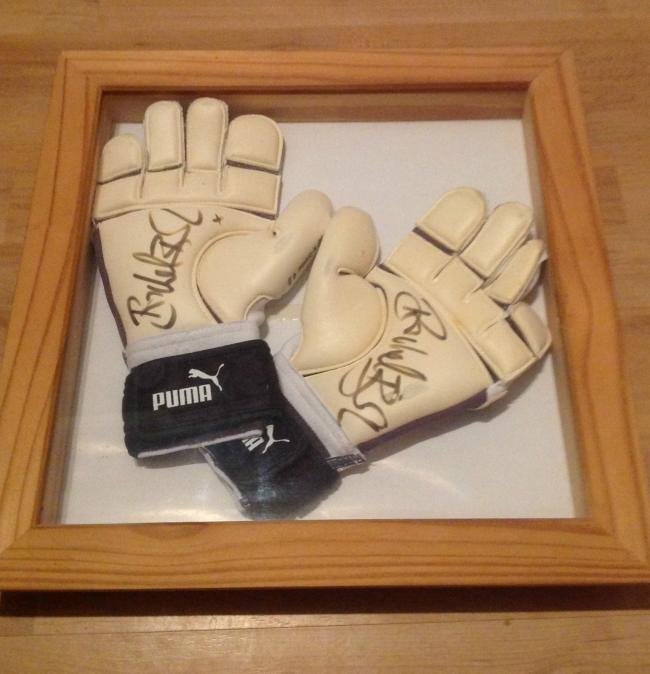 Former England keeper's gloves help raise cash for Scouts