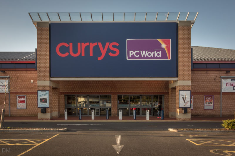 Thieves use hammers to smash through CurrysPC World wall