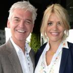 Lancashire Telegraph: This Morning viewers in fits of giggles as artist paints Holly Willoughby and Phillip Schofield's portrait with his privates