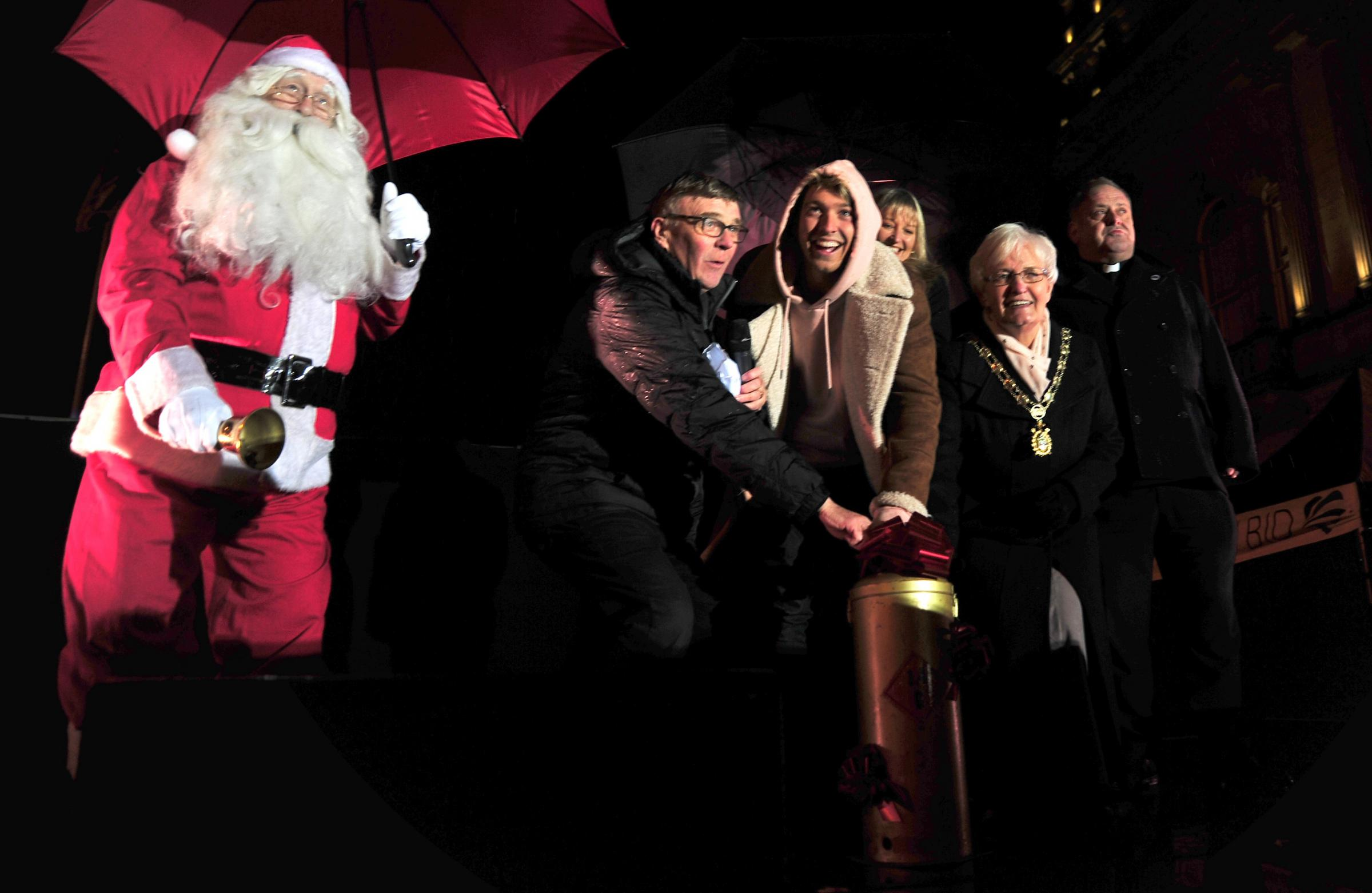 Watch video of Blackburn Christmas lights switch-on 2017 & PICTURES/VIDEO: Blackburn Christmas lights switch-on 2017 ... azcodes.com