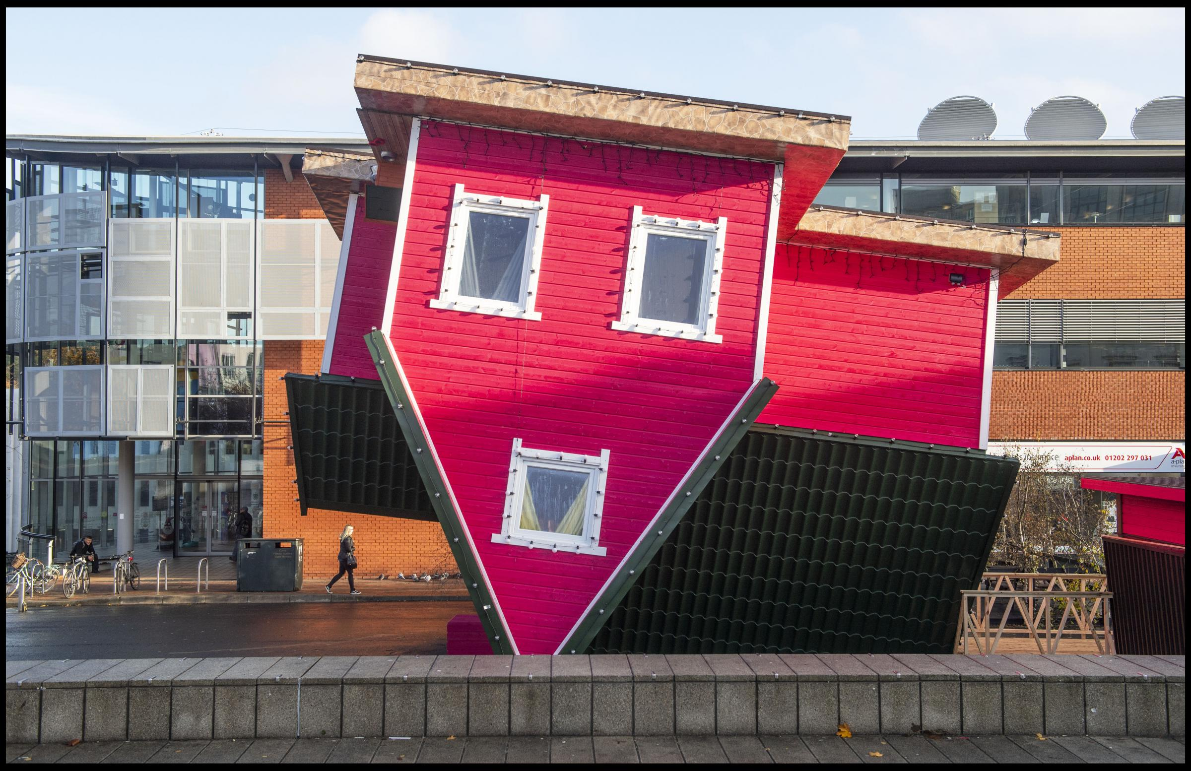 BNPS.co.uk (01202 558833)Pic: PhilYeomans/BNPSXmas Crackers - Britain's first Upside down house has opened in the seaside resort of Bournemouth.The surreal structure has sent heads spinning after opening to the public this weekend.The perspecti
